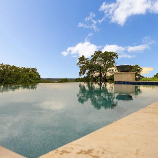 Infinity pool with vanishing edge.